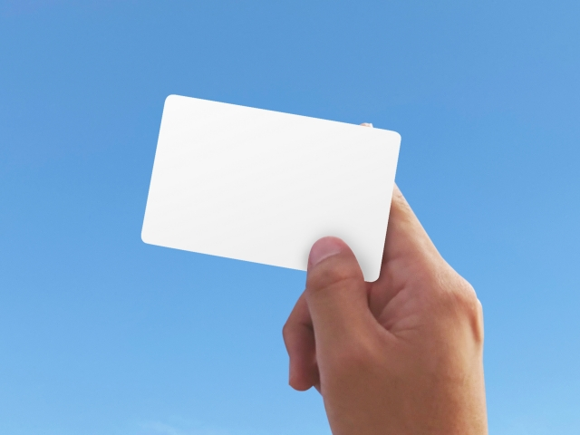名刺に最適な厚みの用紙とは?名刺の厚みが印象を左右する!